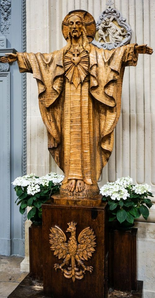 paris statue from wood