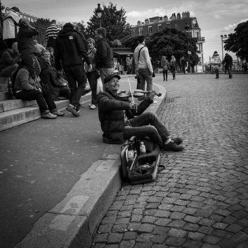 paris montmartre street musician