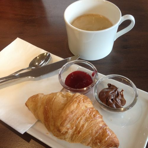 paris breakfast croissant