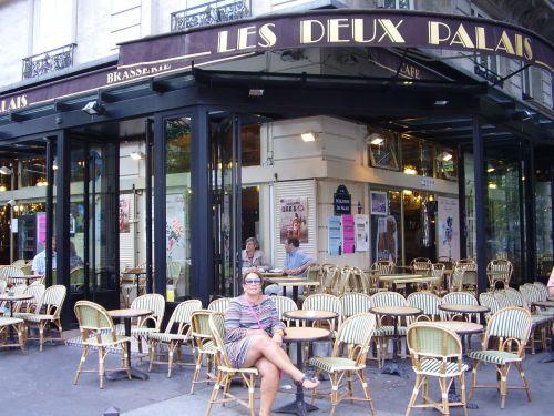 parisian cafe pigale paris