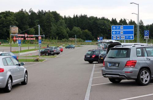 parkas,automobilių stovėjimo aikštelė,parko juostos,pkw,pastaba,skydas,eismas,kelio zenklas,informacijos lentos