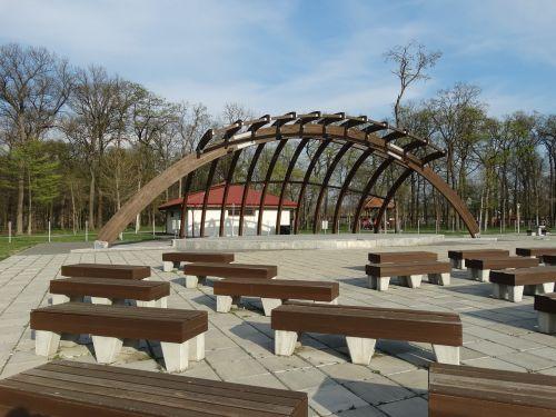 park amphitheatre bench