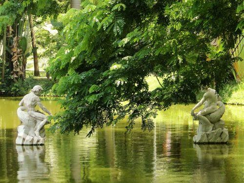 park lake statues
