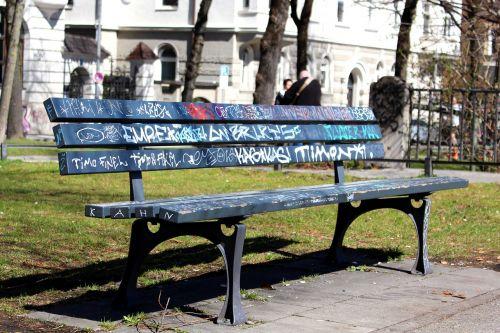 parko suoliukas, parko stendas muniche, grafiti, bankas, kelias, be honoraro mokesčio