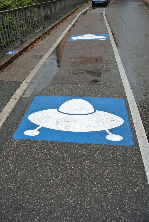 parking ufo alien