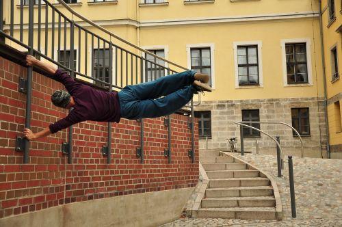 parkour climb acrobatics