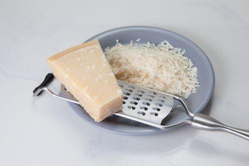parmesan,sūris,Teretė,surio tarka,parmezano sūris,rapsų sūris,maistas,virėjas,virtuvė,Paruošimas