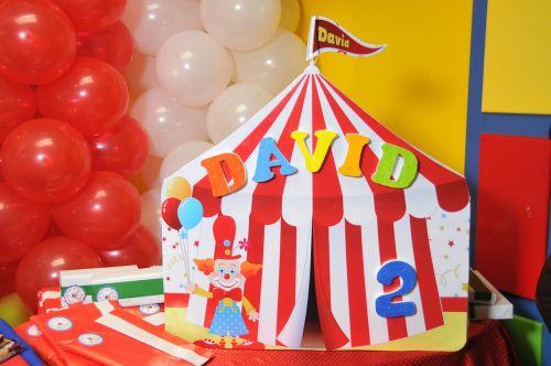 party balloons circus