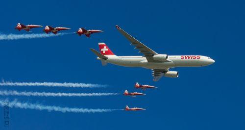 passenger aircraft fighter jet flugshow
