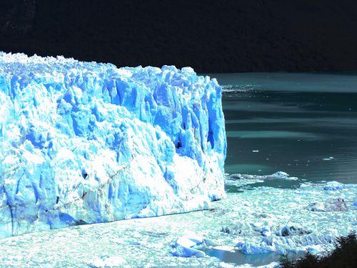 patagonia puertomaderos ice