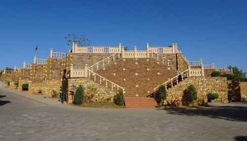 pavilion raised terrace