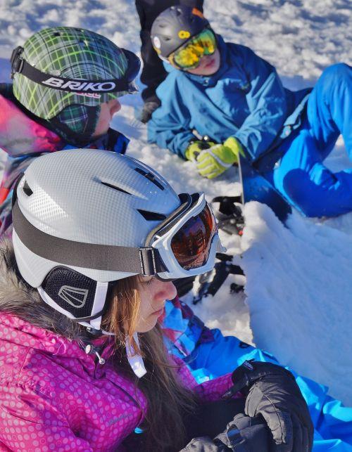 taika,žiema,sniegas,kalnai,šalmas,poilsis,poilsis,slidininkų