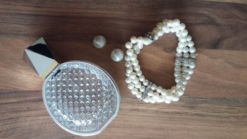 pearls bottle container