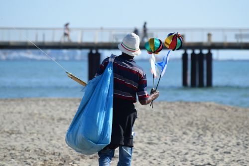peddler migrant beach