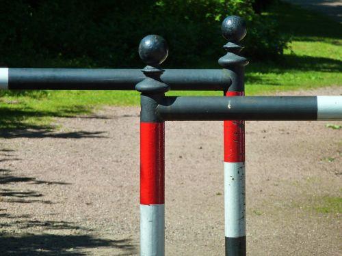 pedestrian railings barrier red white
