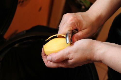 peel potato hands potato