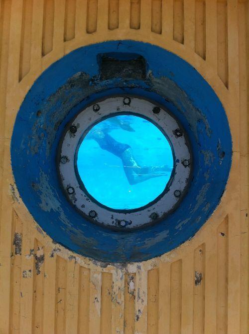 peephole porthole swimming