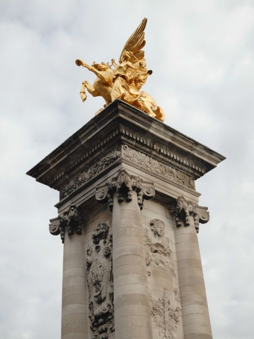 pegasus sculpture figure