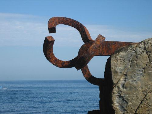 peine vientos sculpture