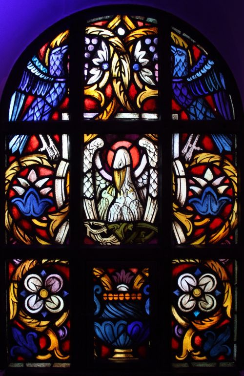 pelikan church window agape