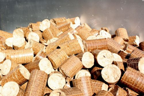 pellets briquettes wood