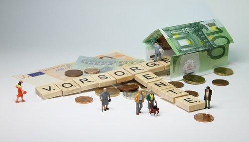pension  miniature figures  pensioners