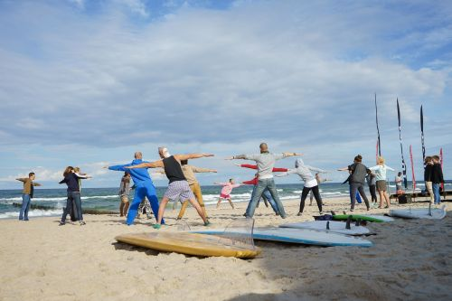 žmonės,žmonės paplūdimyje,gražūs žmonės,smėlis,papludimys,pratybos paplūdimyje