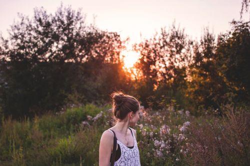 žmonės,suaugęs,patrauklus,atgal,fonas,gražus,grožis,už mielas,vakaras,Moteris,mergaitė,girly,žalias,gyvenimo būdas,šviesa