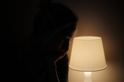 žmonės,suaugęs,patrauklus,gražus,juoda,Iš arti,tamsi,tamsa,dramatiškas,vakaras,veidas,Moteris,plaukai,lempa,žibintas,šviesa