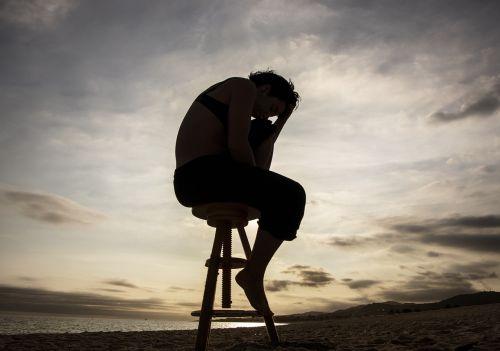 žmonės,siluetas,saulėlydis,dangus,papludimys,vienatvė,lauke,šešėlis,vanduo,vienatvė,tamsi