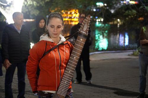 people street music