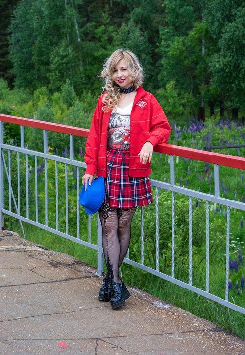 people  girl  school skirt