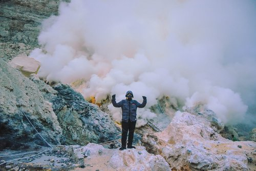 people  crater  indonesia
