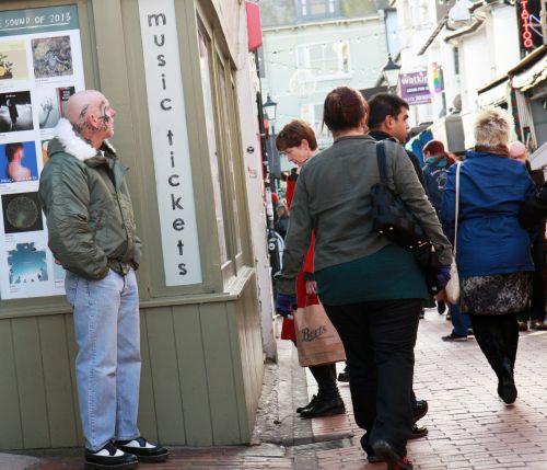 žmonės, apsipirkimas, pirkėjai, vyras, moteris, vaikščioti, langas & nbsp, apsipirkimas, juostos, ryškus, gatvė, Sussex, moterys, asmuo, žmonės apsipirkti