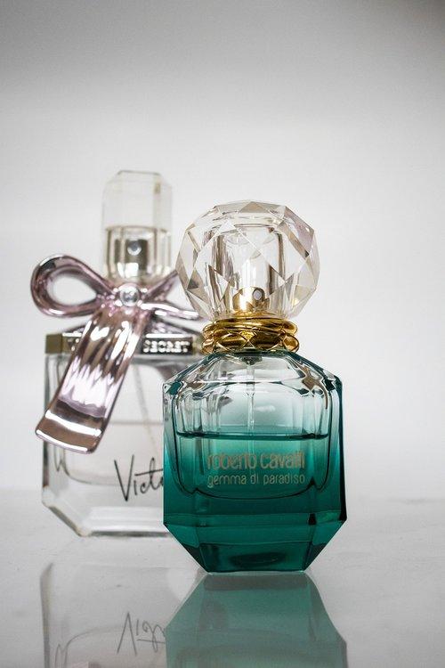 perfume  fragrant  fragrance