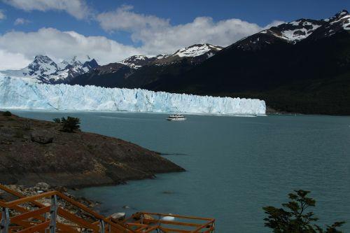 perito moreno iceberg sea