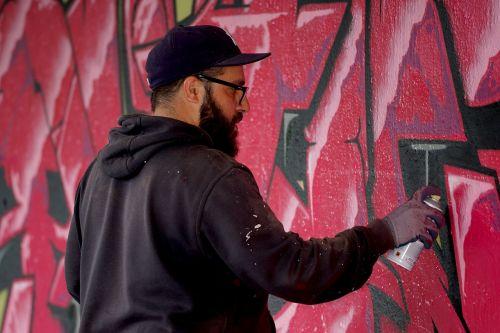 person sprayer graffiti