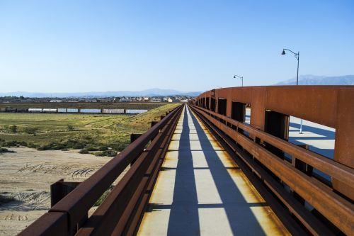 perspective bridge leading lines