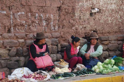 peru dealer market women