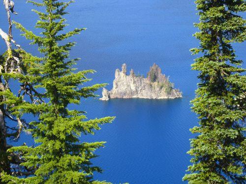 phantom ship island crater lake cascade mountains