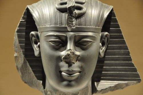 pharaonic egypt statue