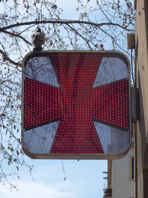 vaistinė,signalinė lemputė,raidės,paloma,Raudonasis Kryžius,šviesos diodai