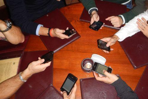 phones smartphone asociality