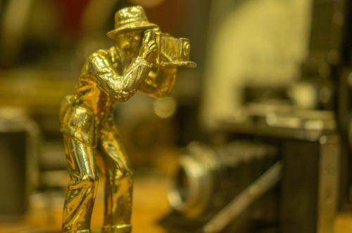 photographer tin man statue