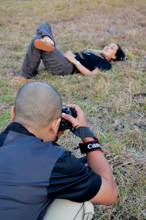 photographer photography pose