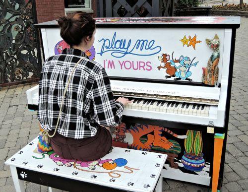 pianist outdoor piano girl