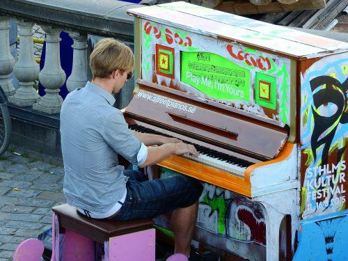 piano street on the street