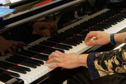 piano keyboard piano keys