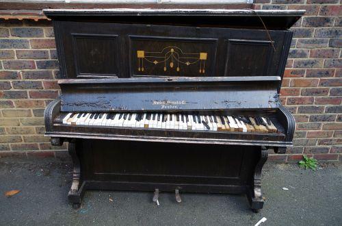 piano keyboard instrument damage