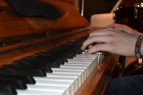 piano hands piano keys